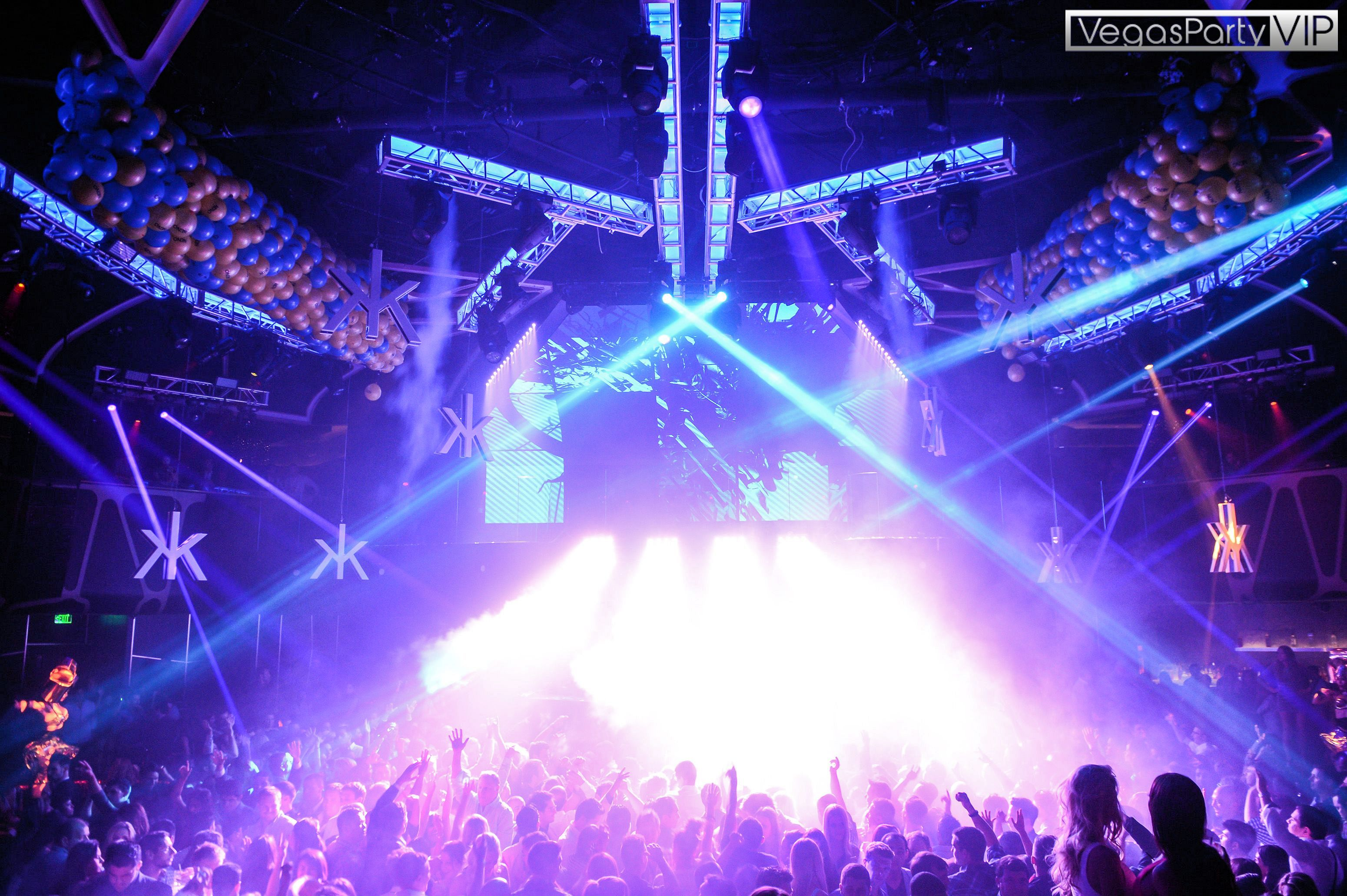 Top las vegas nightclubs for 2016 for Pool show las vegas 2016